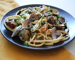 Clam & Mushroom Bucatini Cooking Recipe