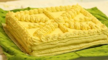 Vanilla Génoise (sponge cake) w/ Buttercream Frosting Baking Recipe